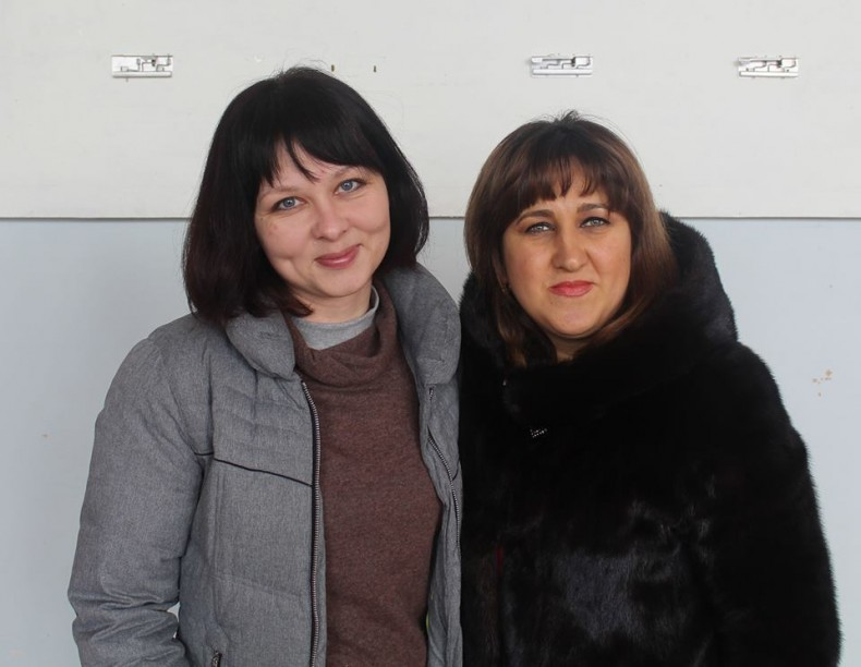Nataliia Yesina, an assistant to the coordinator of the public reception, and Mrs. Eleonora, the mother of 16-year-old Anush