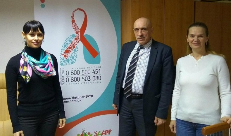 Picture of the National Hotline on the Issues of HIV/AIDS and TB. In the center - UHHRU executive director Olexander Pavlichenko