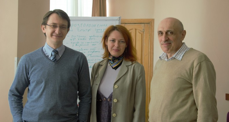 Maksym Shcherbatyuk and Oleksandr Pavlichenko (UHHRU) and Yuliya Gres (All-Ukrainian Network of People Living with HIV/AIDS)